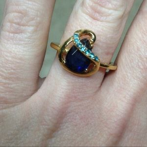 VINTAGE • gold and sapphire teardrop fancy ring